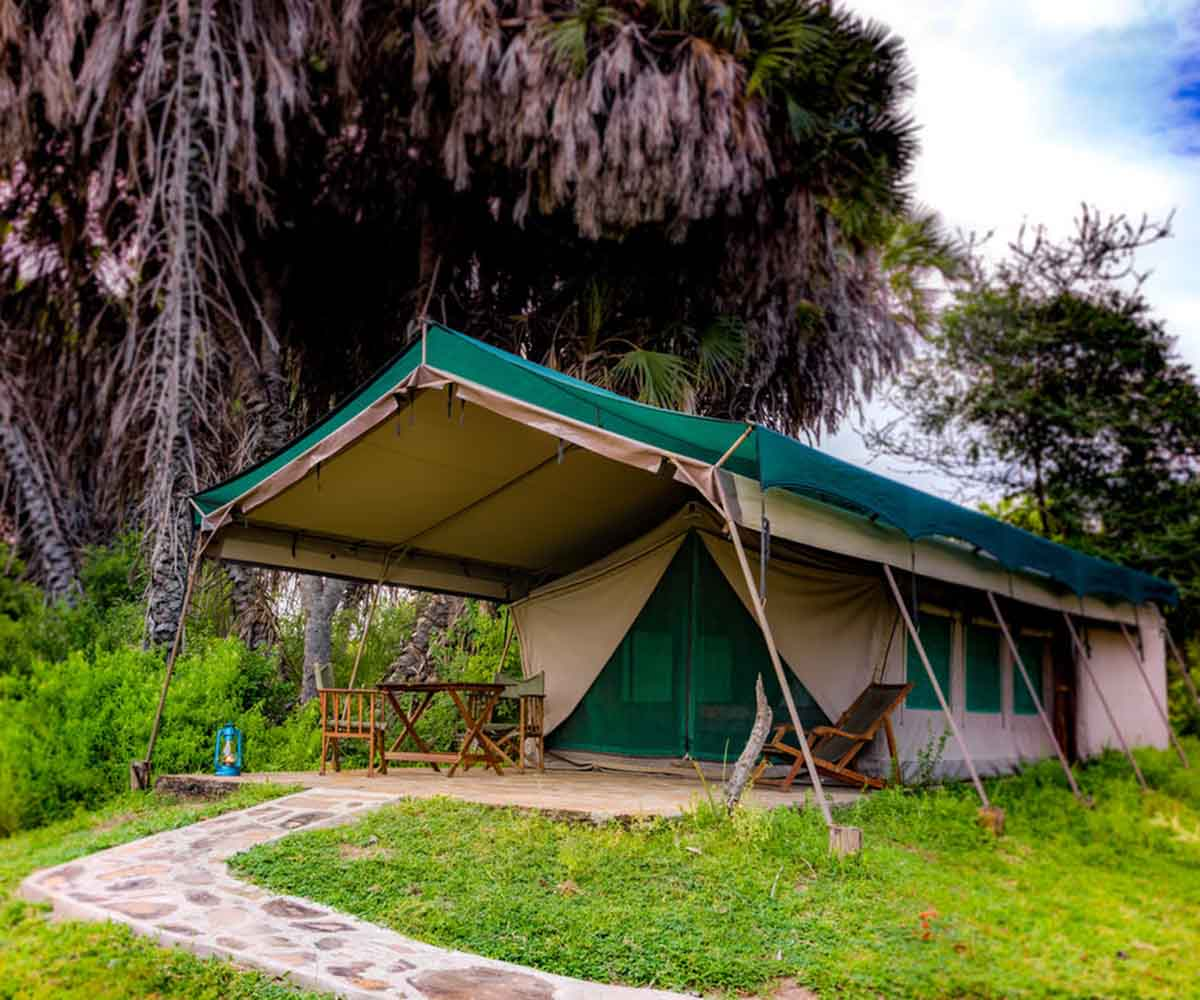 Permanent tented safari lodge, Lake Manze